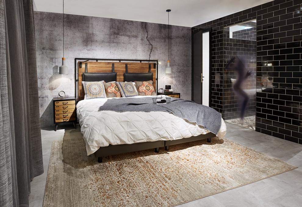 Hotelzimmer-Einrichtung-Doppelbett-